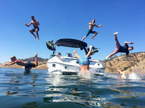 kids-jumping-off-boat